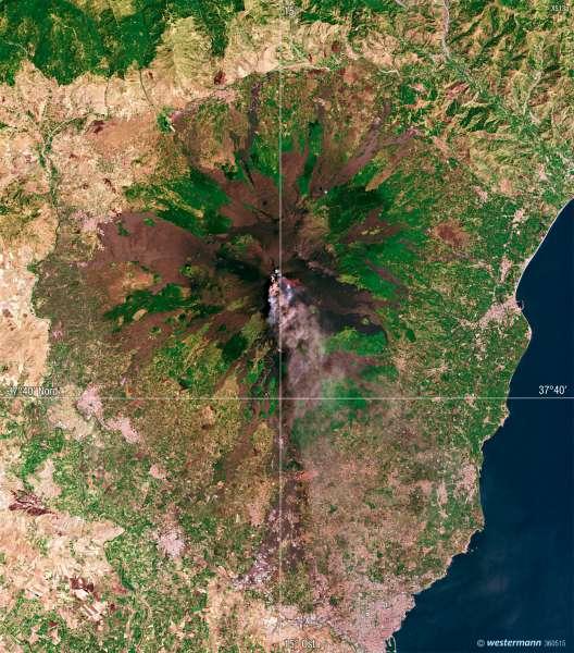 Satellitenbildaufnahme des Vulkans Ätna |  | Ätna – Vulkanismus und Landnutzung | Karte 53/4