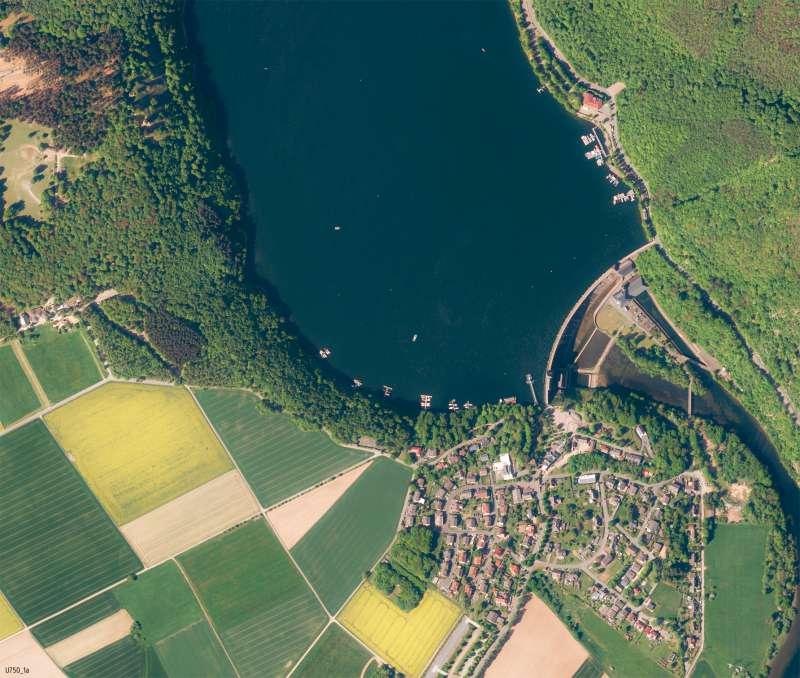 Edersee | Luftbild der Talsperre | Edersee - Karte, Luftbild und Maßstab | Karte 12/1